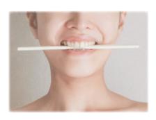 割り箸を使った表情筋エクササイズ
